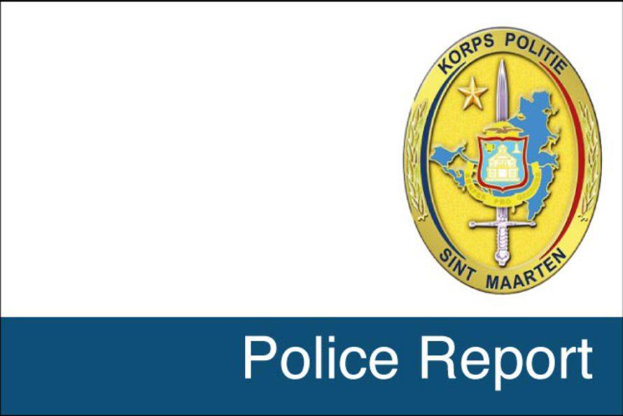 Sint Maarten : Heavy vehicle falls into ditch