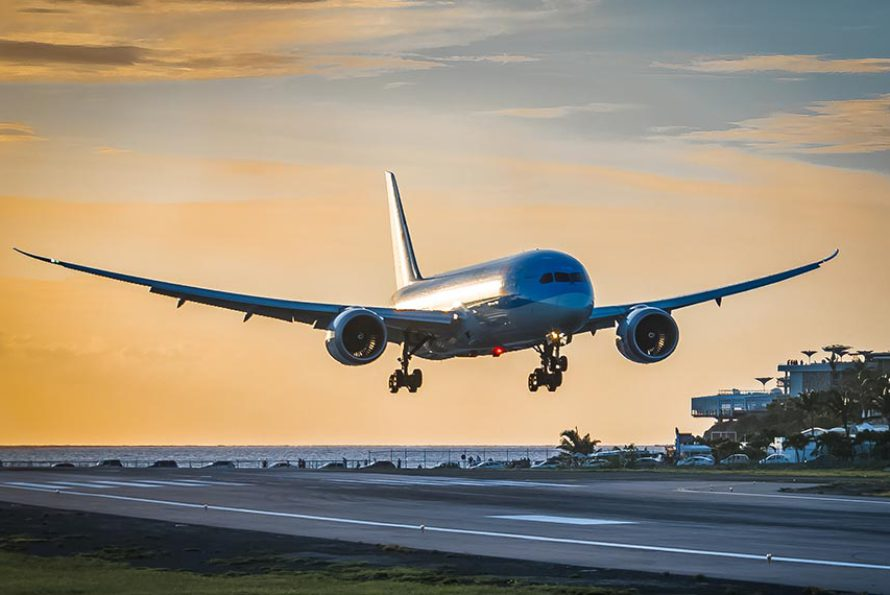 "Fiona van Kampen wins Toppix photo competition with a ""dream"" landing shot at SXM"
