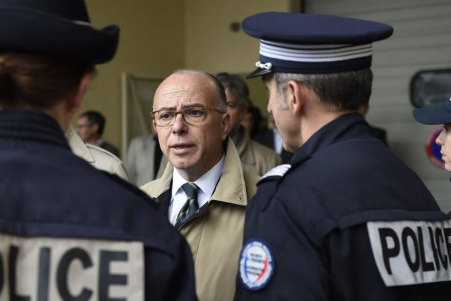 Etat d'urgence : Désormais, les policiers peuvent porter leur arme de service en toute occasion