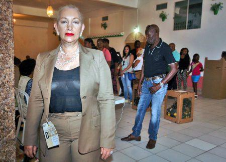 Ancienne Consul Général à Sint-Maarten, Doris Elsa Nouel Martinez, est aussi présidente du PLD à Sint-Maarten et déléguée politique de la Junta Central Electoral.
