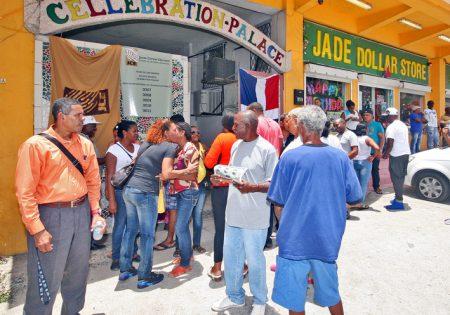 Dès 6h00 du matin, les Dominicains étaient présents devant les bureaux de vote pour exercer leurs droits de citoyen.