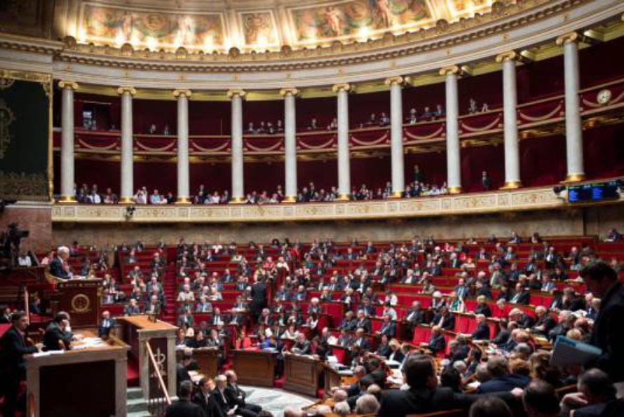 Le projet de loi travail adopté à l'Assemblée faute de motion de censure : 25 mesures clés