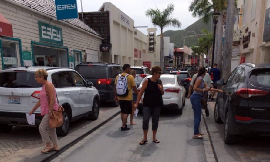 La police et le procureur de Sint-Maarten s'attaquent au stationnement interdit